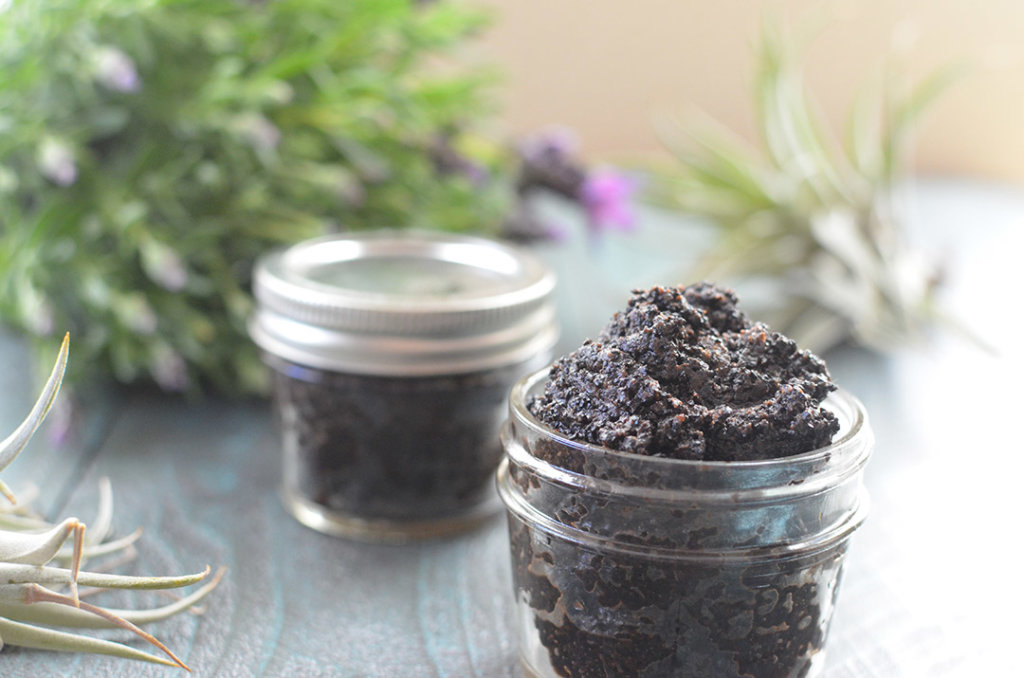 An incredible DIY exfoliating scrub that you can make with ingredients you already have!