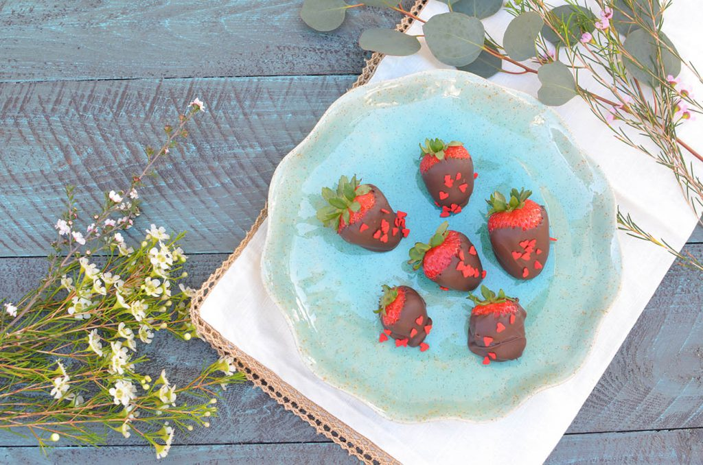 These boozy chocolate covered strawberries are so good.